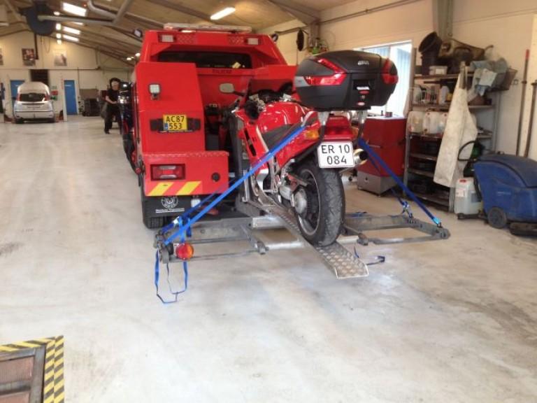 Ophæng til transport af motorcykler